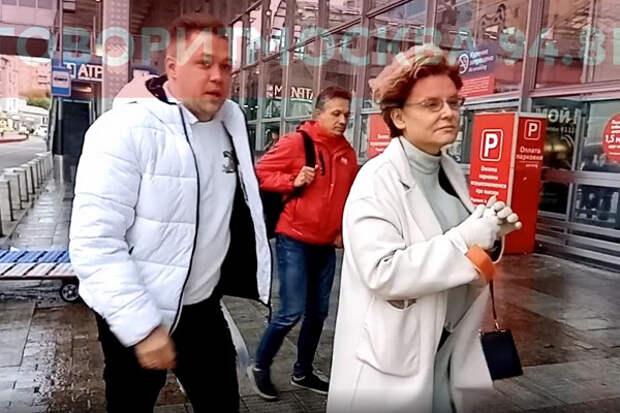 Елену Малышеву застали намосковском вокзале безмаски