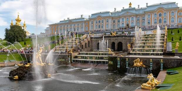 Директор «Петергофа» призвала не бросать монеты в фонтаны