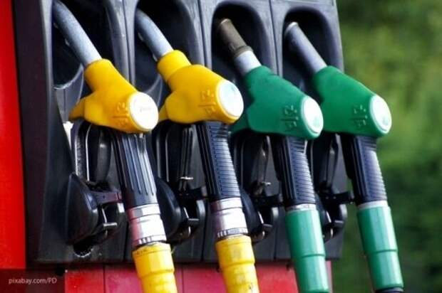 Впервые за четыре года Украина начала закупать бензин и дизтопливо у России