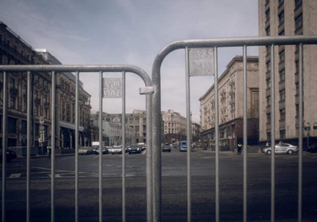 Москва готовится к посланию Путина и митингу сторонников Навального. Фото дня