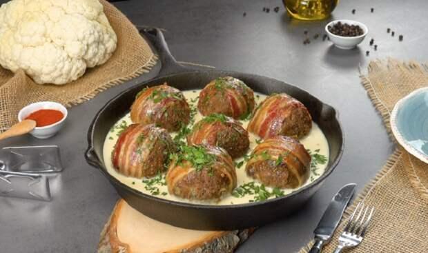 Мясные шарики с цветной капустой и соусом: ужин на скорую руку