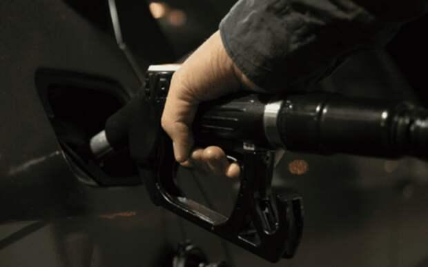 Чиновники начали облавы на АЗС в поисках некачественного топлива