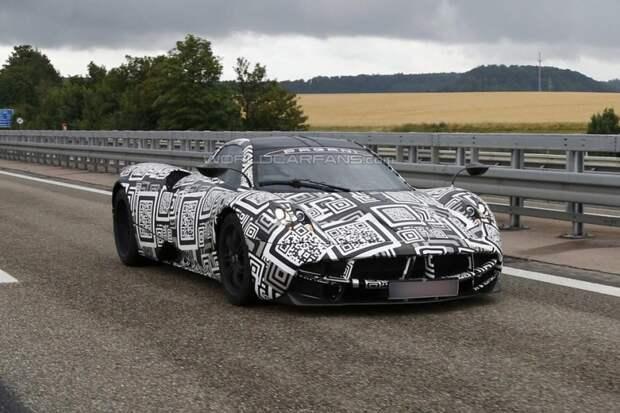 Другой итальянский производитель суперкаров — Pagani — так издеваться над машиной не стал испытания, прототип