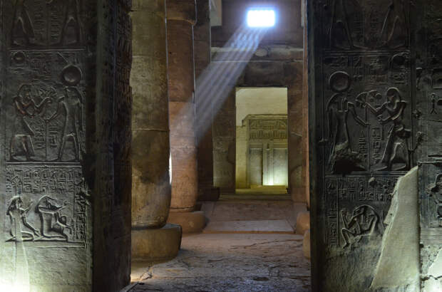 Изображение взято с сайта: https://www.sharm-club.com/assets/images/cities/abydos/inside-abydos-temple.jpg