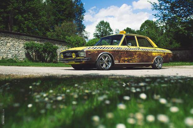 Классический Audi 100LS превратили в  'Fake Taxi'
