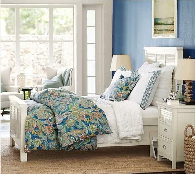 Белая мебель в интерьере спальни фото