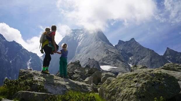 Мал, даудал: трехлетний мальчик покорил вершину высотой 3352м