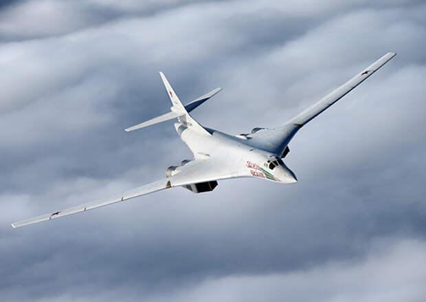 Два стратегических ракетоносца Ту-160 дальней авиации выполнили плановый полет над нейтральными водами Балтийского моря