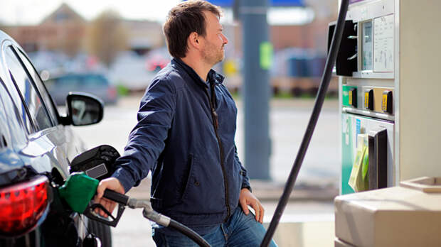 Оттянуть олигархов от бензина: Толстосумы недовольны низкими ценами