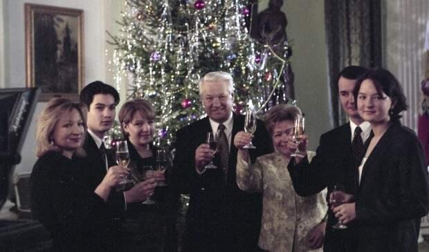 """""""Год был тяжелым"""". Как политики поздравляют с Новым годом в России и мире?"""