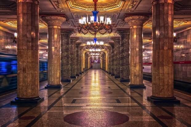 Как я прокатился на русском метро (сравниваем с американским) Американец рассказывает как метро характеризует страну