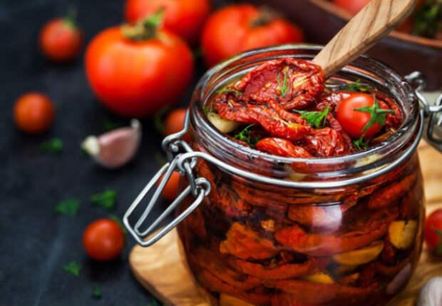 Вялим помидоры на зиму: получается закуска сочнее засолки