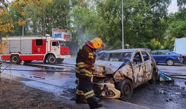 ВТюмени на50 лет ВЛКСМ за5 минут полностью сгорел Рено Логан
