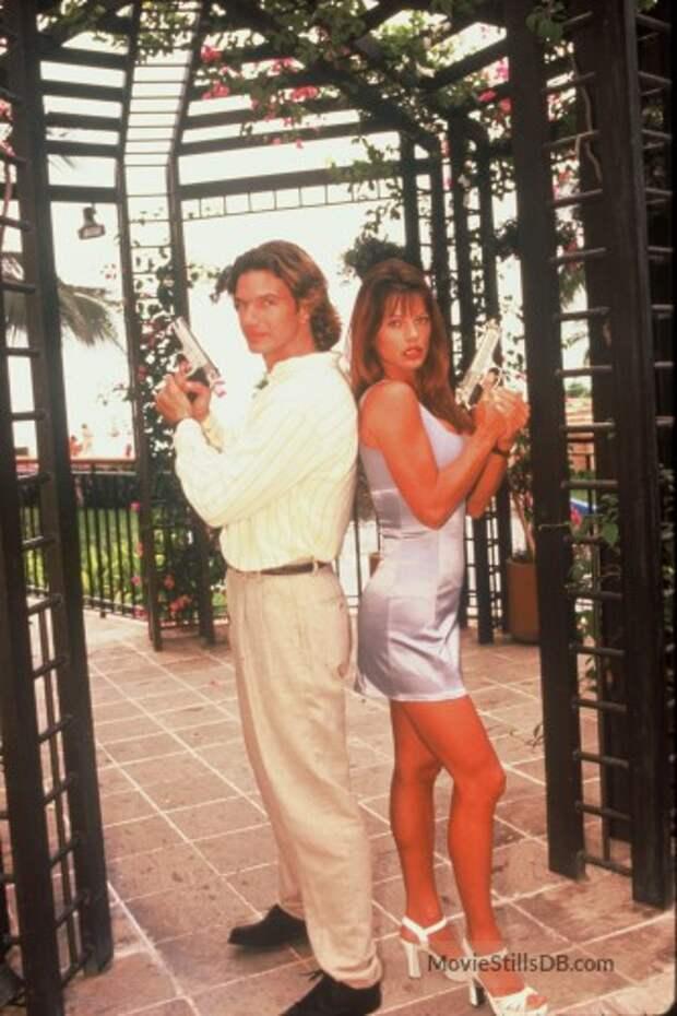 Привет из 90-ых: Жаркие красотки спацагенты из Акапулько.