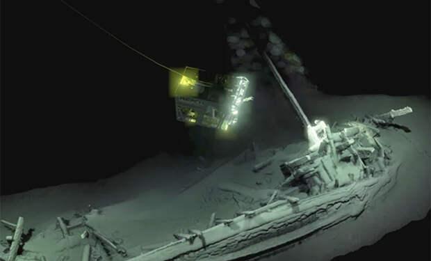 На дне Черного моря нашли самый старый корабль в истории. Погружение к судну возрастом 2400 лет