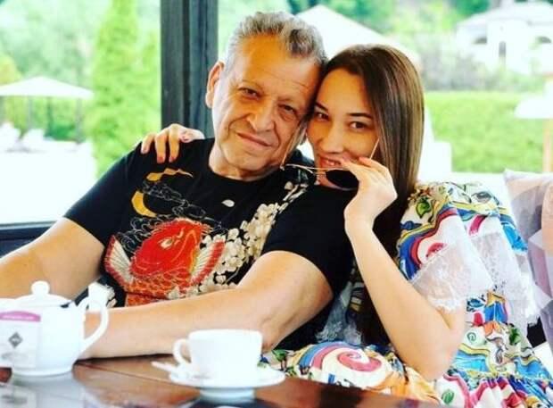 Борис Грачевский и его жена впервые показали фото с лицом полугодовалого сына Филиппа
