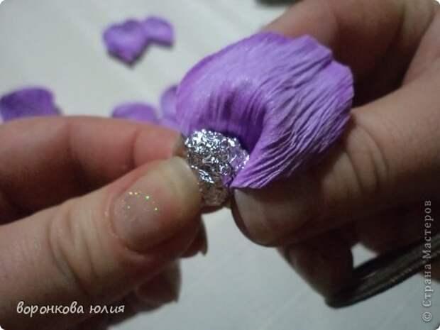 здравствуйте дорогие мастерицы.вот решила с вами поделиться тем , как я делаю цветок орхидеи. фото 17