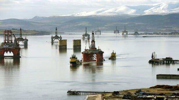 Нефтяные платформы у берегов Шотландии в Северном море - РИА Новости, 1920, 19.07.2021