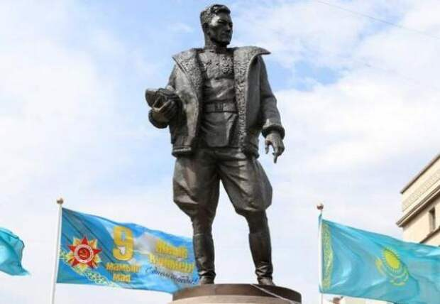 ВНур-Султане установили памятник дважды Герою Советского Союза