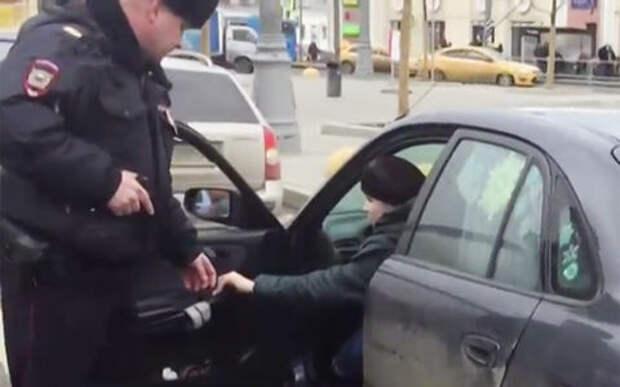 Женщина-водитель устроила стрельбу на дороге