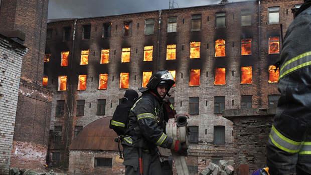 """Пожарные потушили """"Невскую мануфактуру"""" на пятый день"""