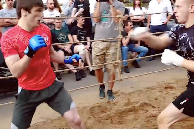 Мастер ушу вышел против двоих  ММА-бойцов