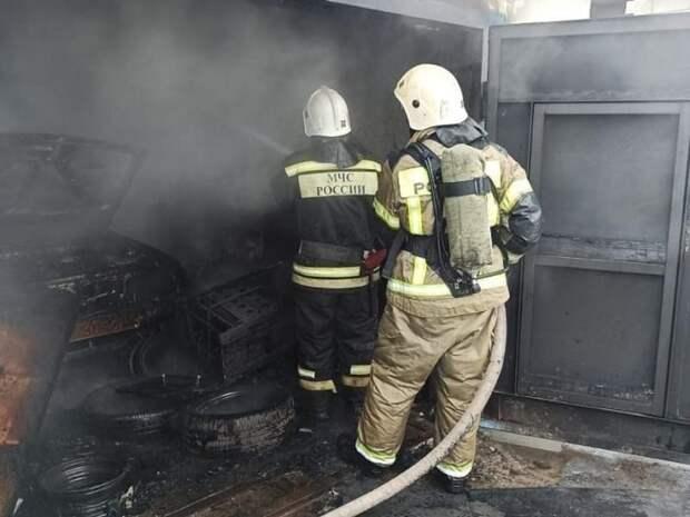 Пожар в городе Петровск-Забайкальский уничтожил автомобиль