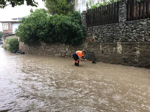 В Ялте снова затопило улицы Кривошты и Вергасова