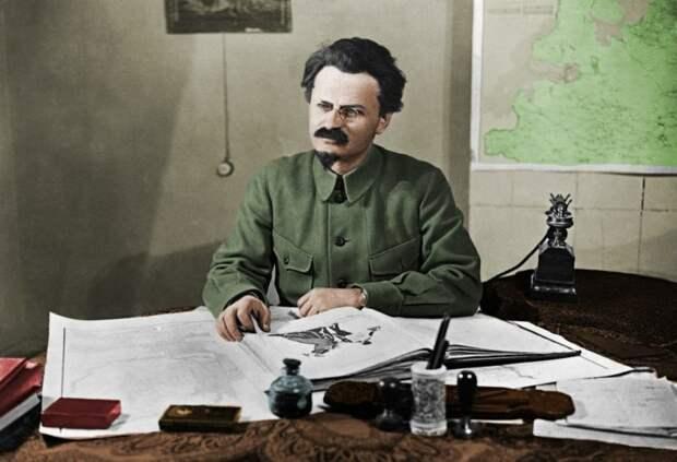 14 ноября 1927 года. Троцкого исключили из партии