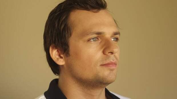 Мать парализованного Алексея Янина поделилась новостями о самочувствии актера