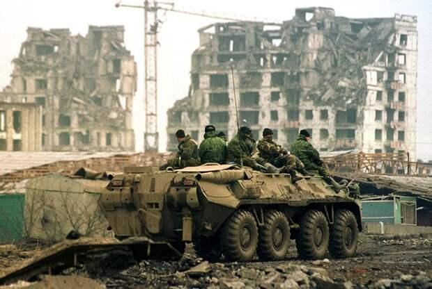 Солдаты на БТР в Грозном.  /Фото: pikabu.ru