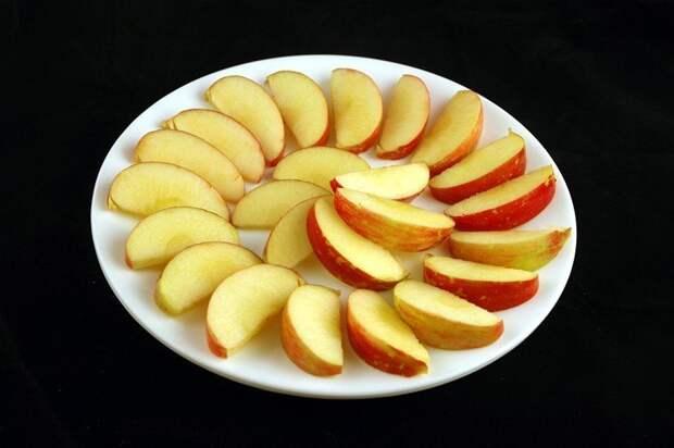 Яблоки (385 грамм = 200 калорий):