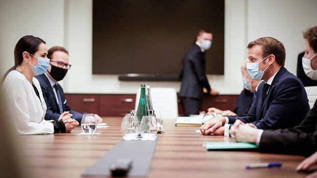 В Кремле встречу Эмманюэля Макрона со Светланой Тихановской восприняли как поддержку президентом Франции оппозиционерки