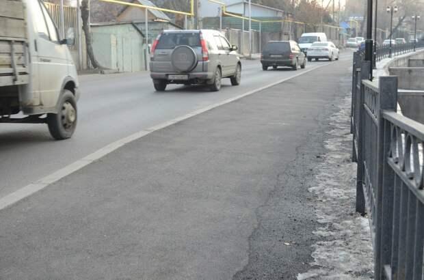 Жители пожаловались на «косые» тротуары на набережной Малой Алматинки
