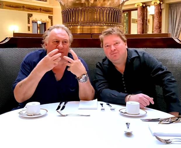 Жерар Депардье снялся в ролике с новосибирским ресторатором Денисом Ивановым — они поговорили о «Жерарне»