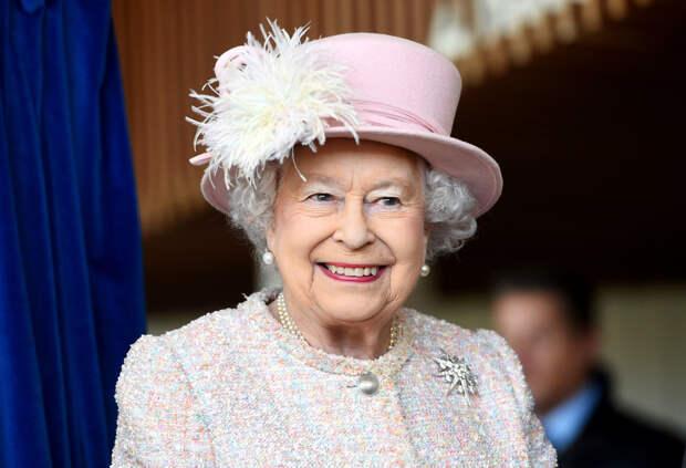Королева Великобритании разыграла группу туристов