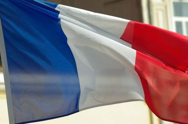 Министр назвала политизированным обращение военных об исламистах во Франции