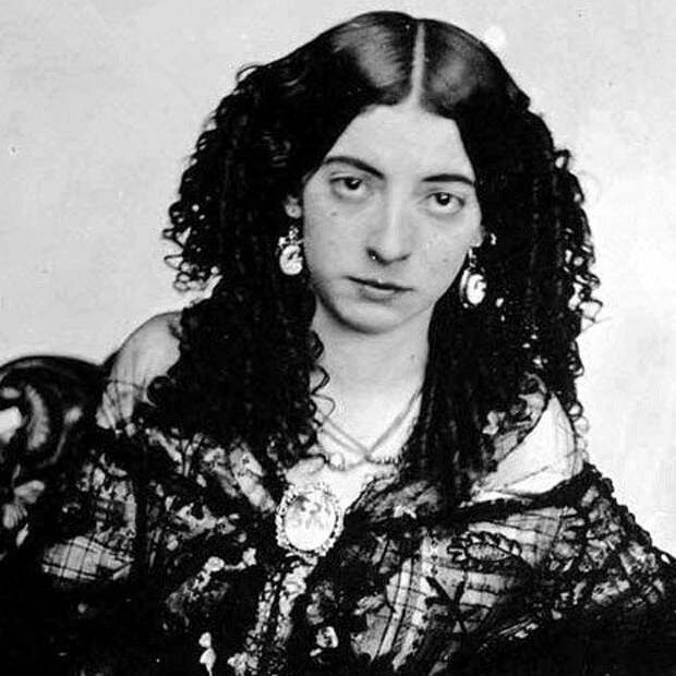 Печать страсти: почему в19 столетии возник культ усатой женщины