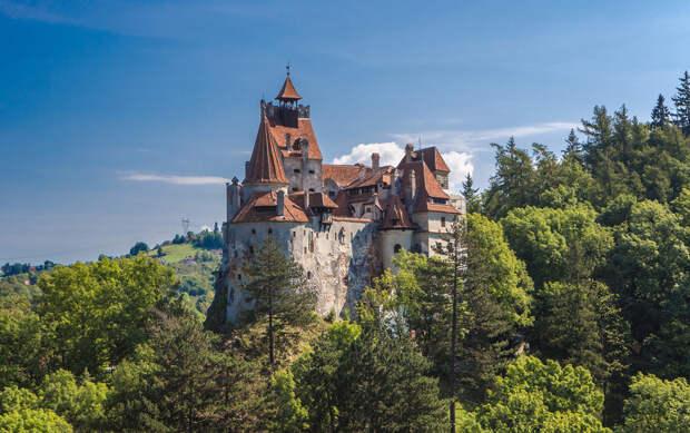 Вакцинация в замке Дракулы и украшения для иноагентов: хорошие новости недели