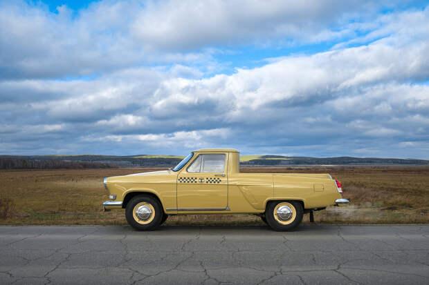 В России восстановили редкий ГАЗ-22 «Волга» в кузове пикап (да еще и такси!)