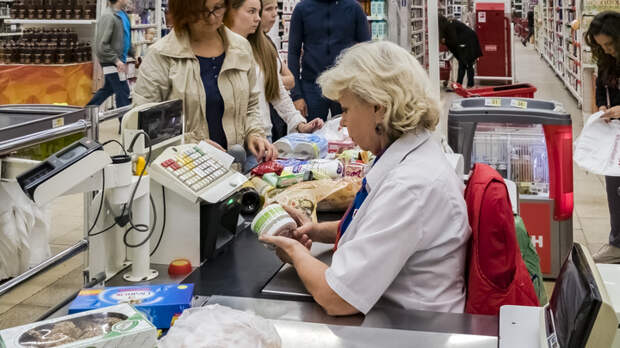 """""""Русские не уважают правила, виноват - Путин"""": Финский репортёр о взаимовыручке в магазинах России"""