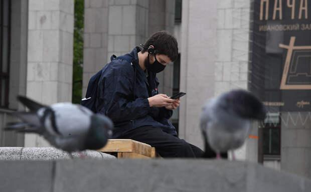 Россиянам перечислили признаки слежки за ними через камеру телефона