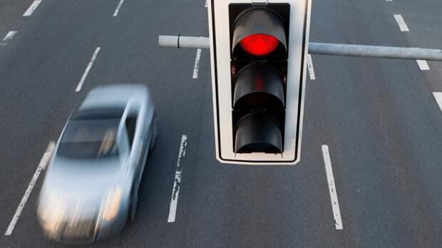 Проезд на красный: в каких случаях возможен, а в каких – грозит штраф?
