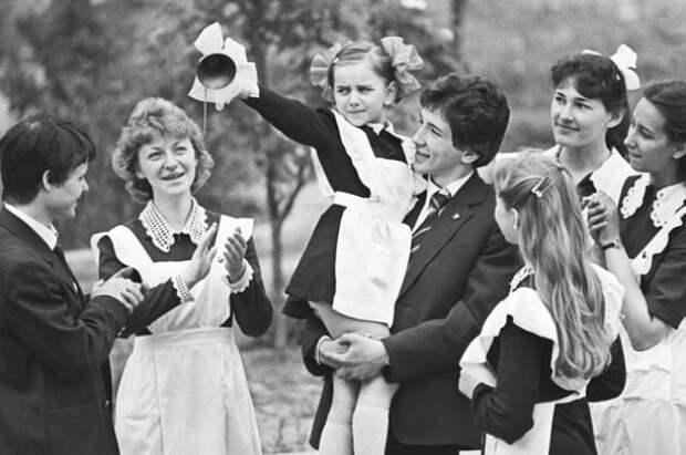 Последний звонок. Как проходило прощание со школой в СССР? | Общество | АиФ  Аргументы и факты в Беларуси