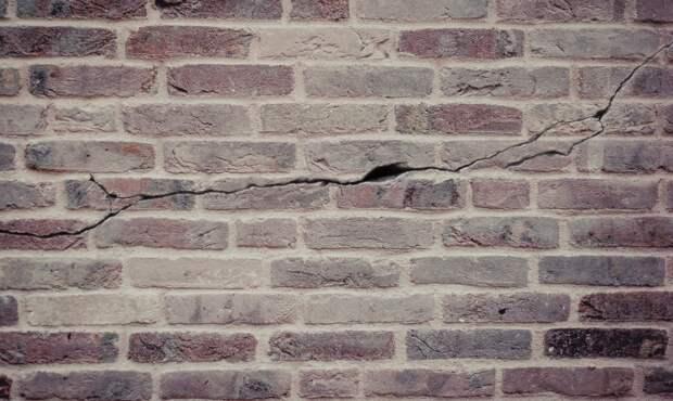 Более 70 аварийных подпорных стен насчитали в Севастополе