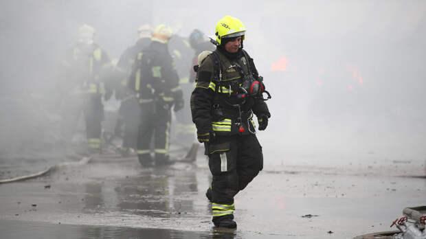 Два человека сгорели в бытовке у Павелецкого вокзала в Москве