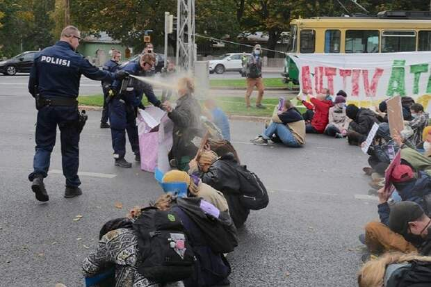 Белорусский ОМОН в Финляндии. Перцовый спрэй