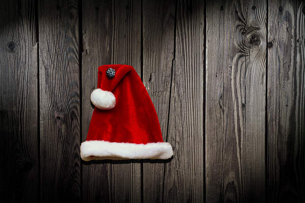 Националисты в шапках Санта Клауса разгромили бары в Мариуполе