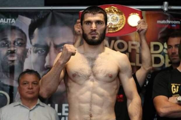 Российский боксер Бетербиев осенью проведет бой против Смита