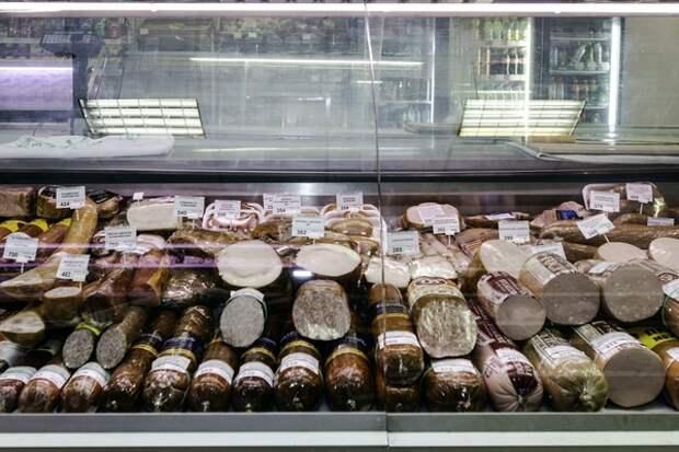 При судорогах немецкий врач призвал не налегать на колбаску